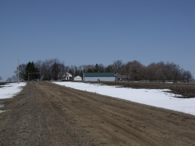 Clayton Callens horse training farm has a very long driveway!