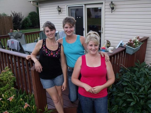 Picnics at mom's with Jessica, Marisa and Francesca.