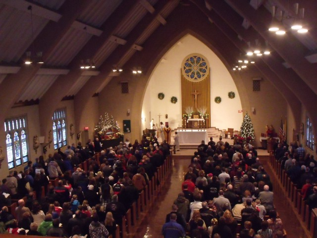 A full church at St. Leo, 4:00 mass, Fr. Craig Timmerman.
