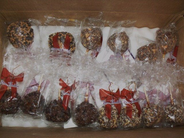 Anet sent us a box of delicious carmel apples, thanks Anet!!