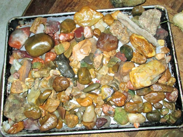 No you can't eat these ;) This is a tray of rocks that Bella bought home from Wyoming for me. I am a rock hound on my spare time.